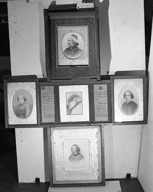 Fotoportretten van Antoinette Cuypers-Alberdingk Thijm in kruisvorm