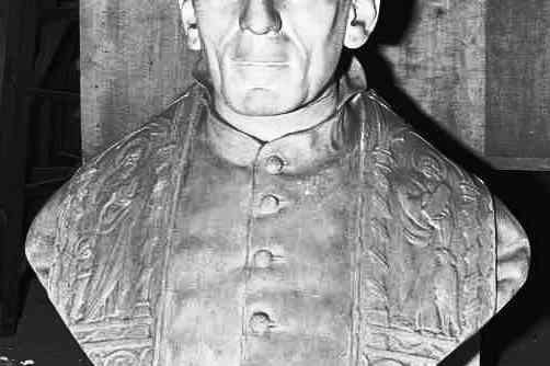Borstbeeld van een priester