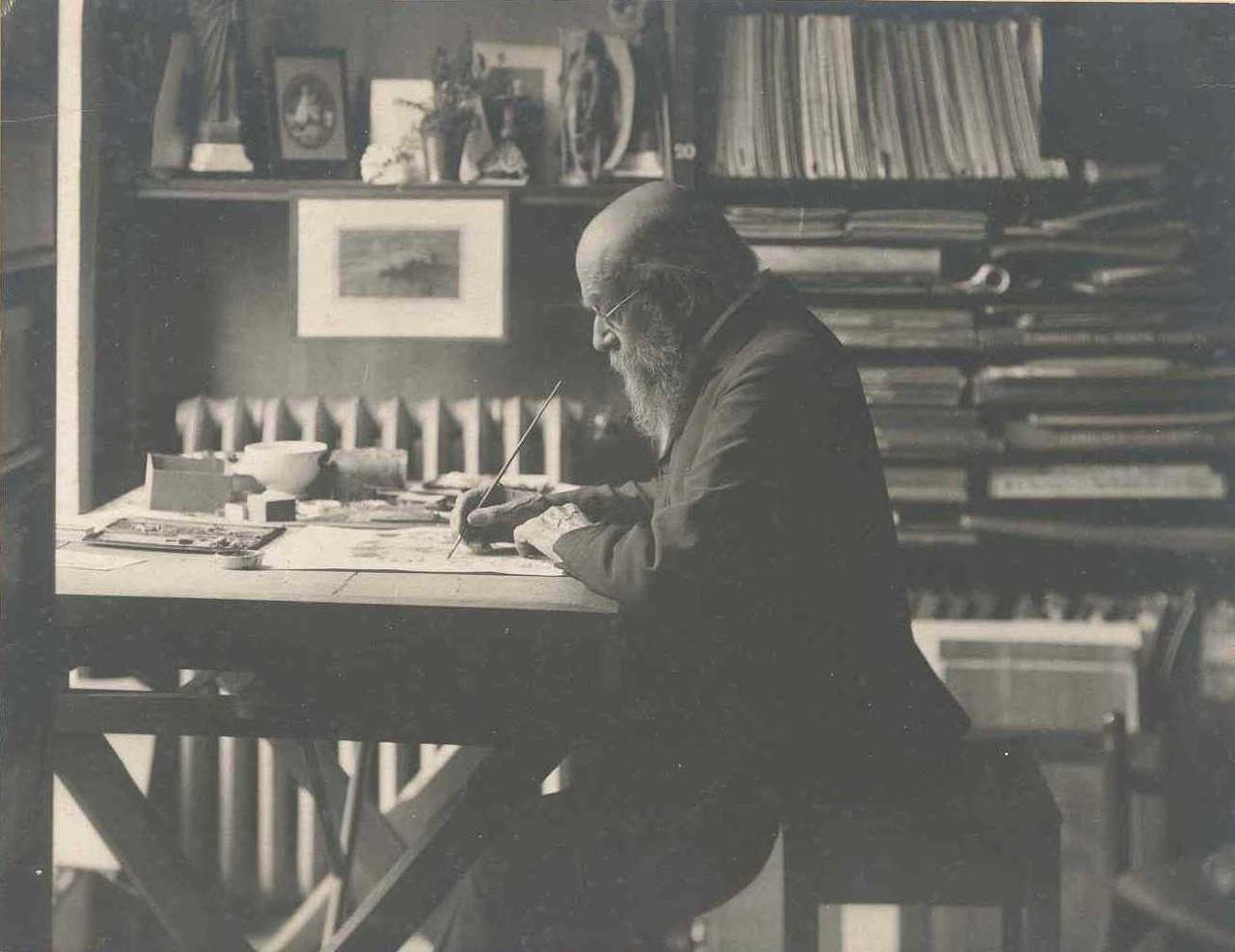 Foto van Dr. P.J.H. Cuypers, schilderend aan  werktafel.
