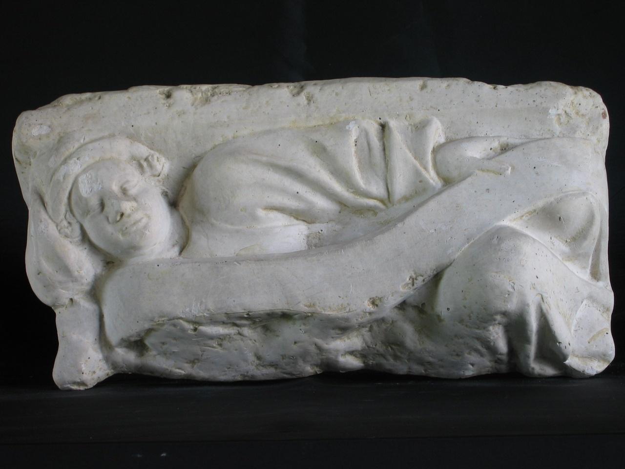 Persoon liggend op rechterzijde met lint in linkerhand