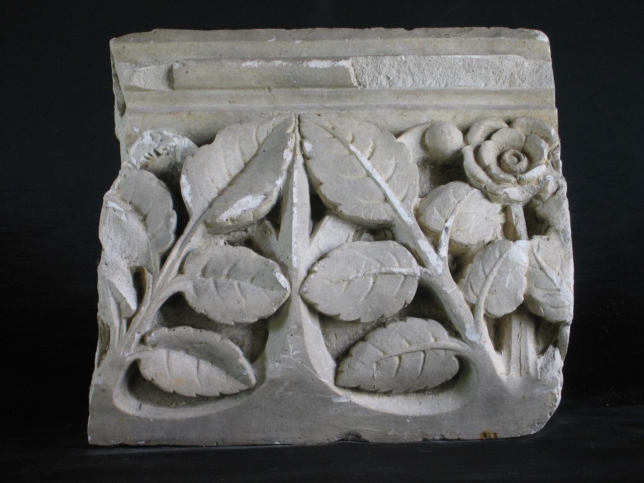 Een gipsmodel van plantachtige ornament