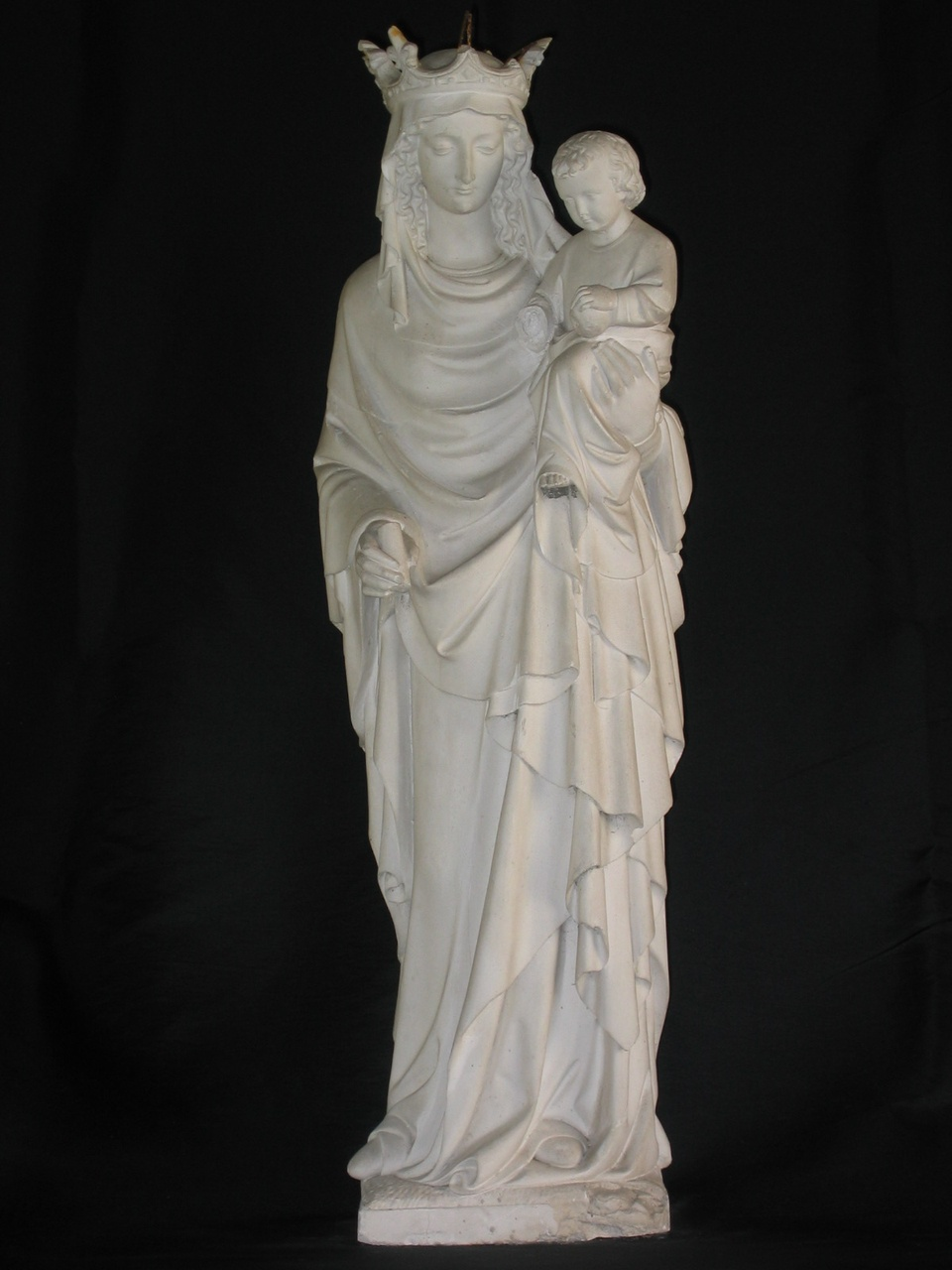 Maria met kroon en kindje Jezus op arm