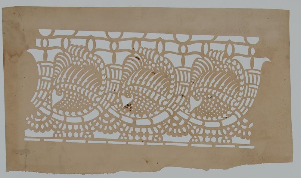 Sjabloon voor bandwerk met drie herhalende patronen met een hoorn-vorm.