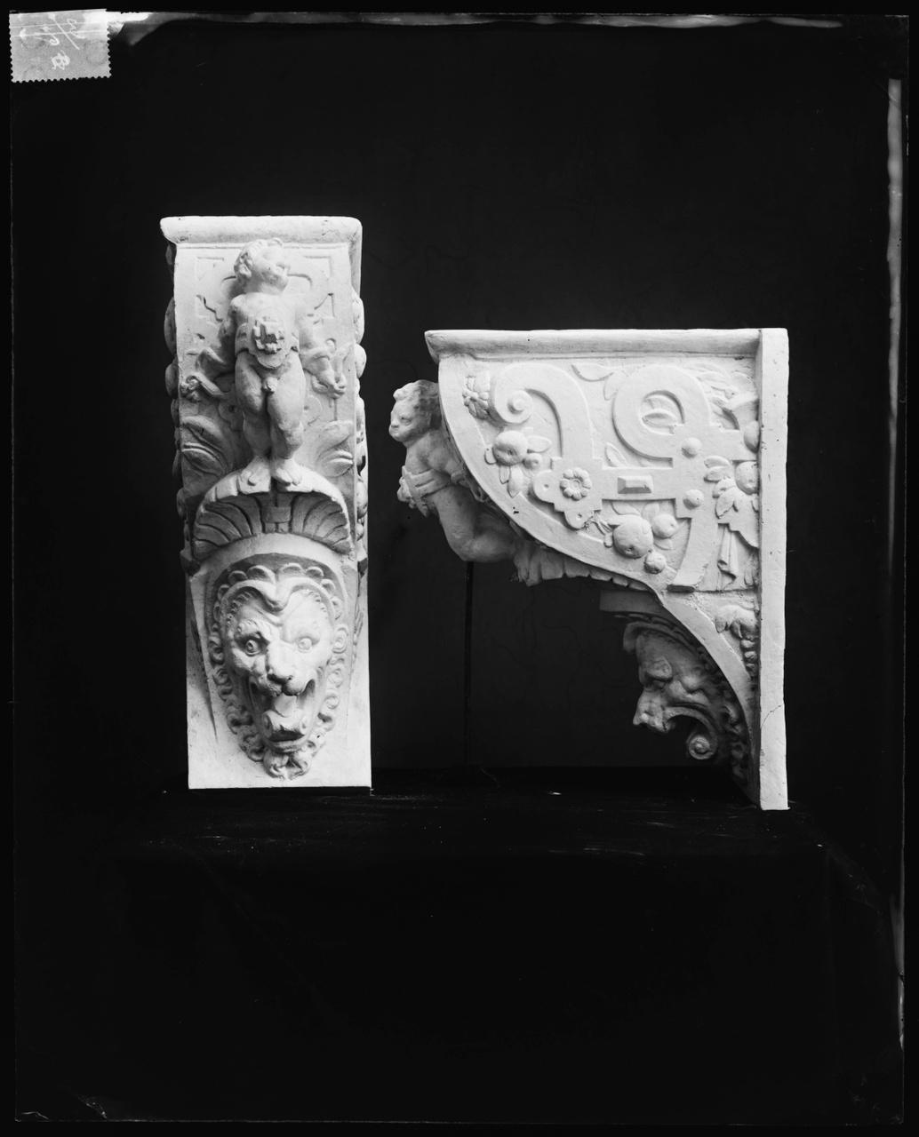 Glasnegatief van foto van producten uit de Cuypers' Kunstwerkplaatsen: Console Stadhuis Den Haag