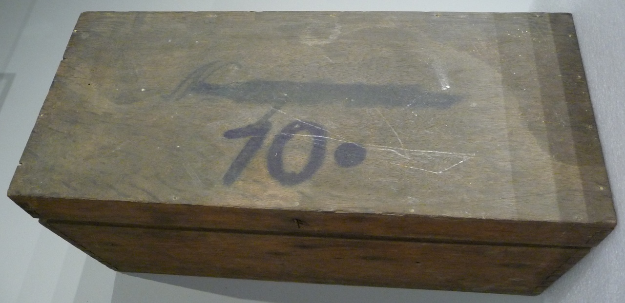 Kist voor glasnegatieven met nummer 10.
