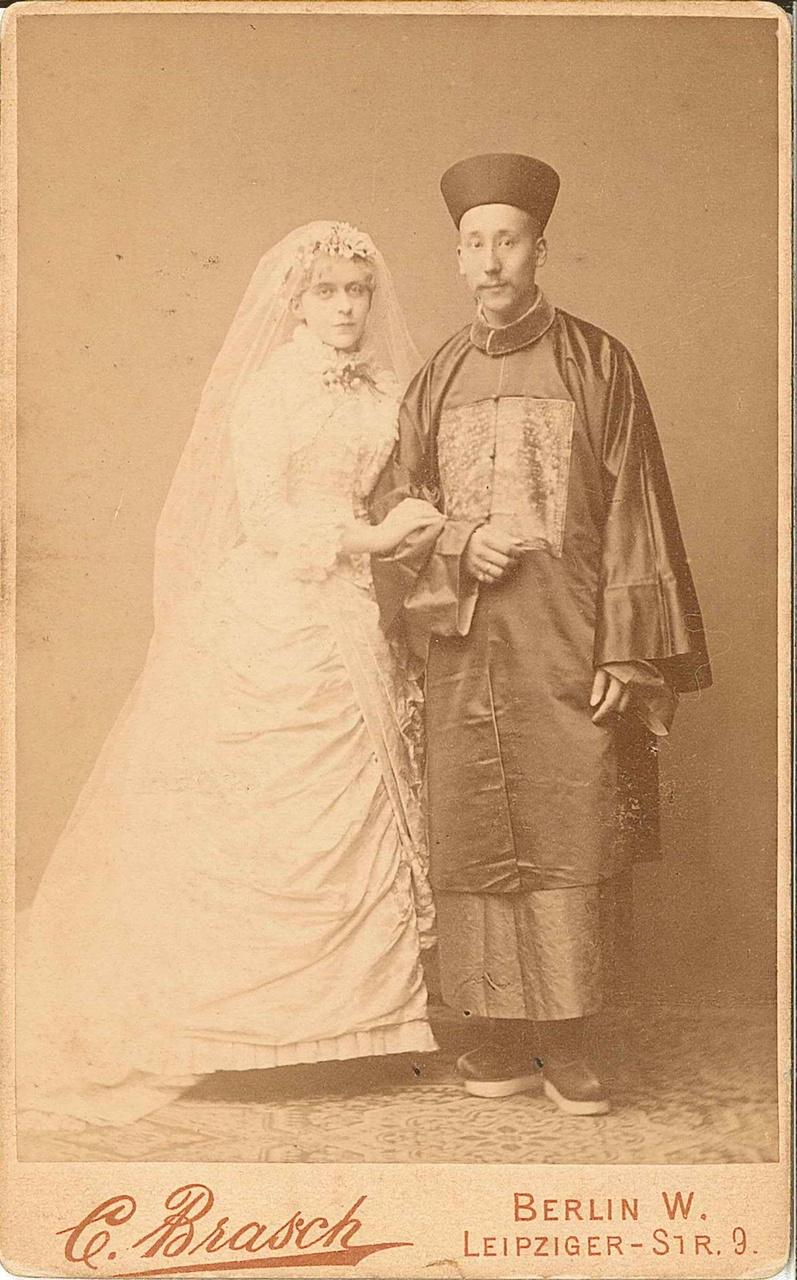 Bruidsfoto Maria Cuypers met Taen - collectie Familiearchief Cuypers.jpg